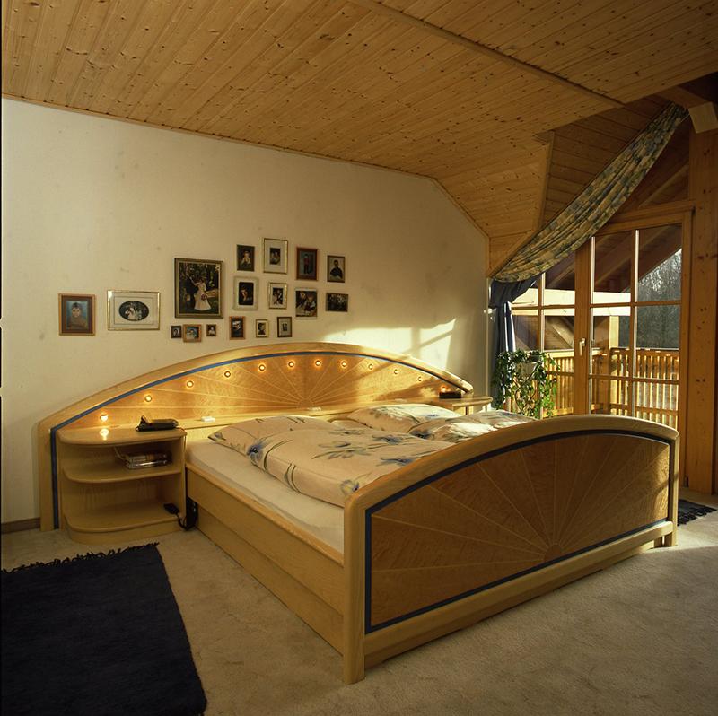 Holz betten trendy moderne holzbetten moderne betten for Moderne holzbetten